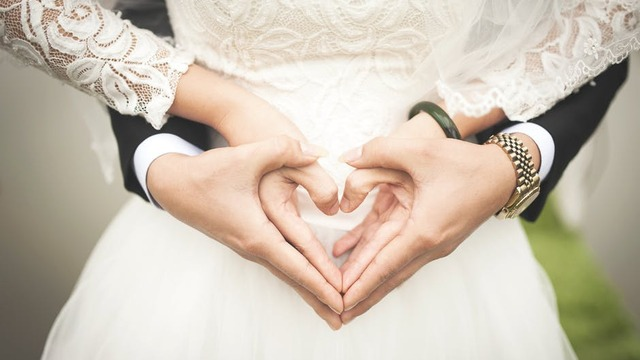 couple making hearts with hands