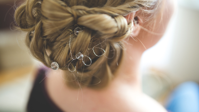 Hairstyling mistakes to avoid on your wedding day